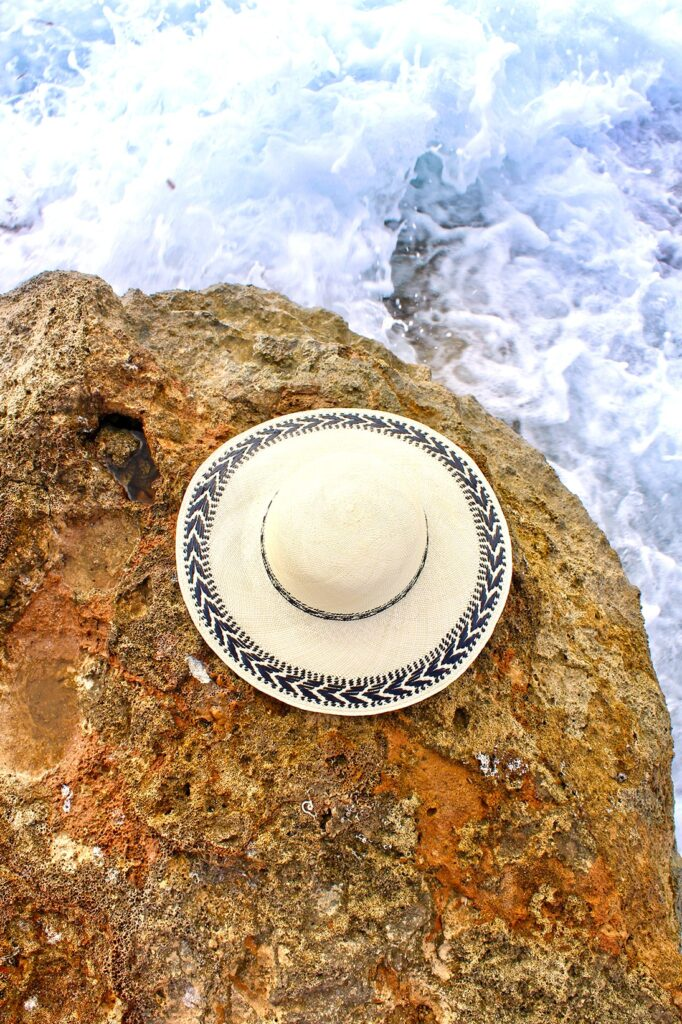 Beautiful_sun_hat_with_black_detail
