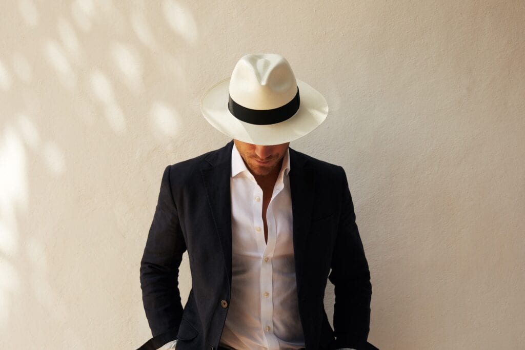 Men's_classic_fedora_made_from_natural_straw