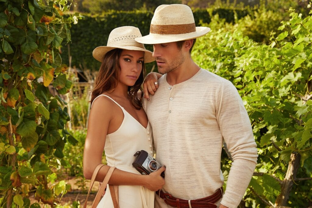 Men's_panama_hat_handwoven_from_natural_straw