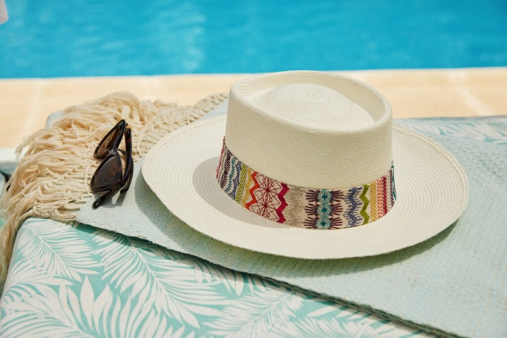 Prism_planter_Panama_with_colourful_linen_band