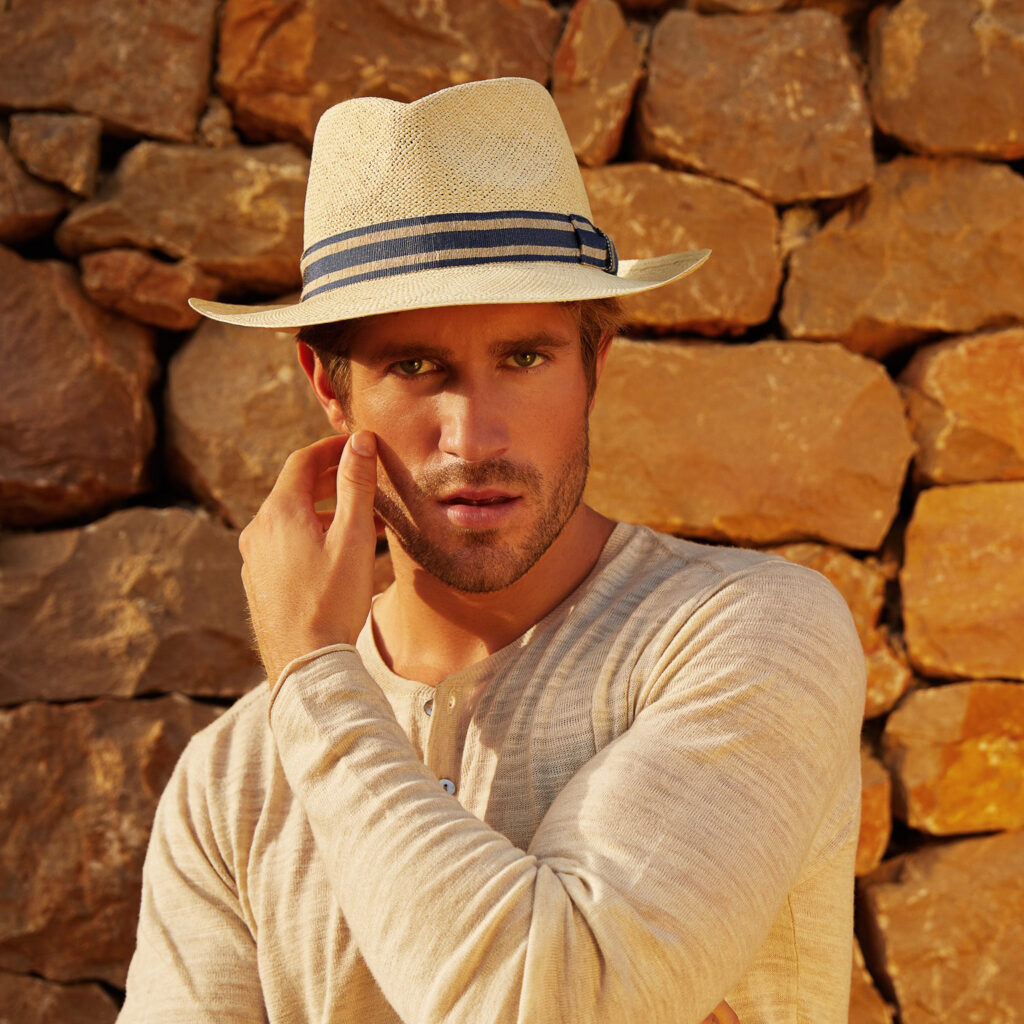 Men's_straw_fine_quality_panama_hat