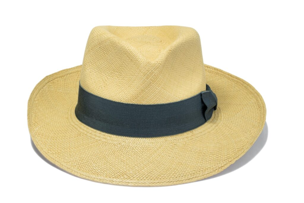 Men's_fedora_brisa_weave_panama_with_grey_ribbon