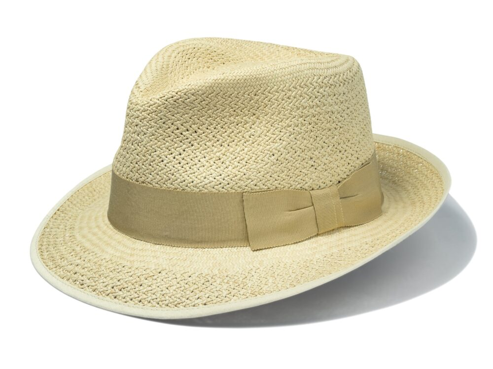 Men's_stylish_classic_Panama_hat_with_natural_ribbon