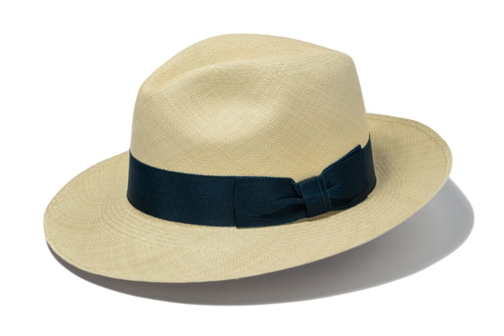 Men's_genuine_Panama_hat_with_ribbon
