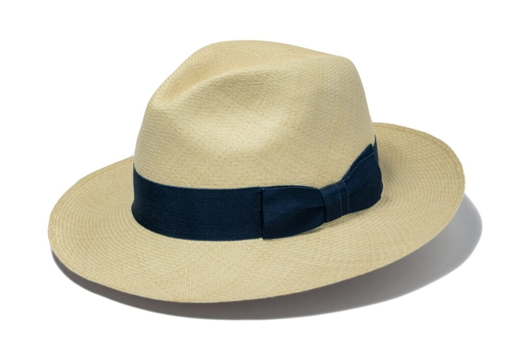 Men's_fine_weave_Panama_hat_with_ribbon