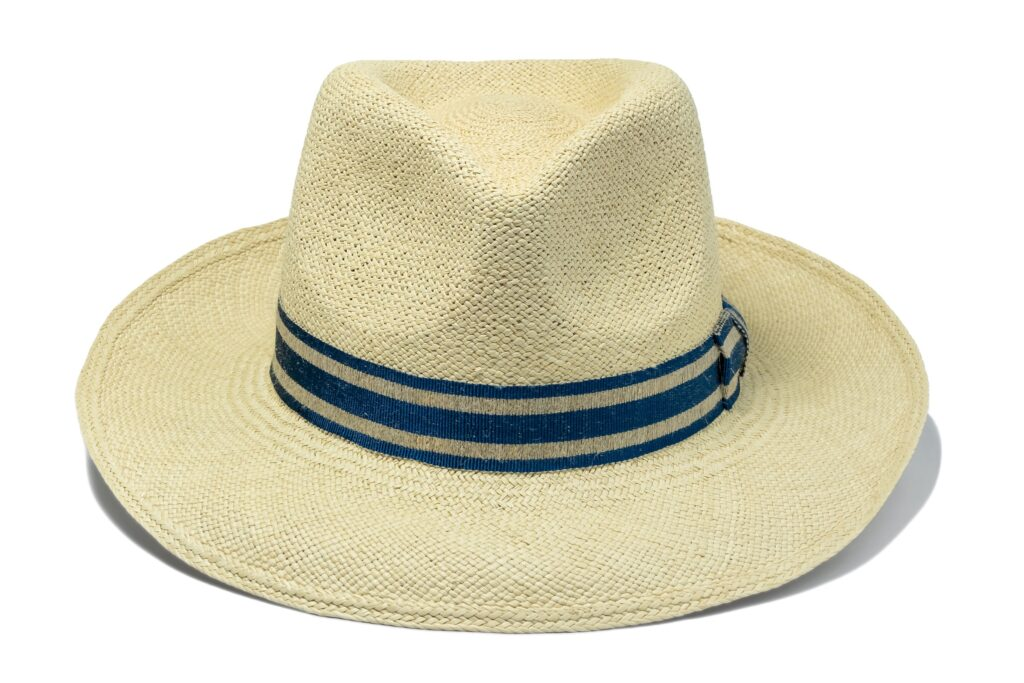 Men's_fine_quality_Panama_hat_with_blue_linen_band