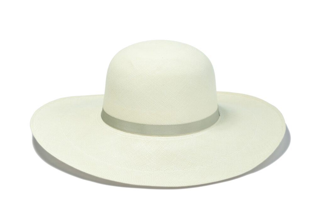 Genuine_Panama_sun_hat_with_silver_ribbon