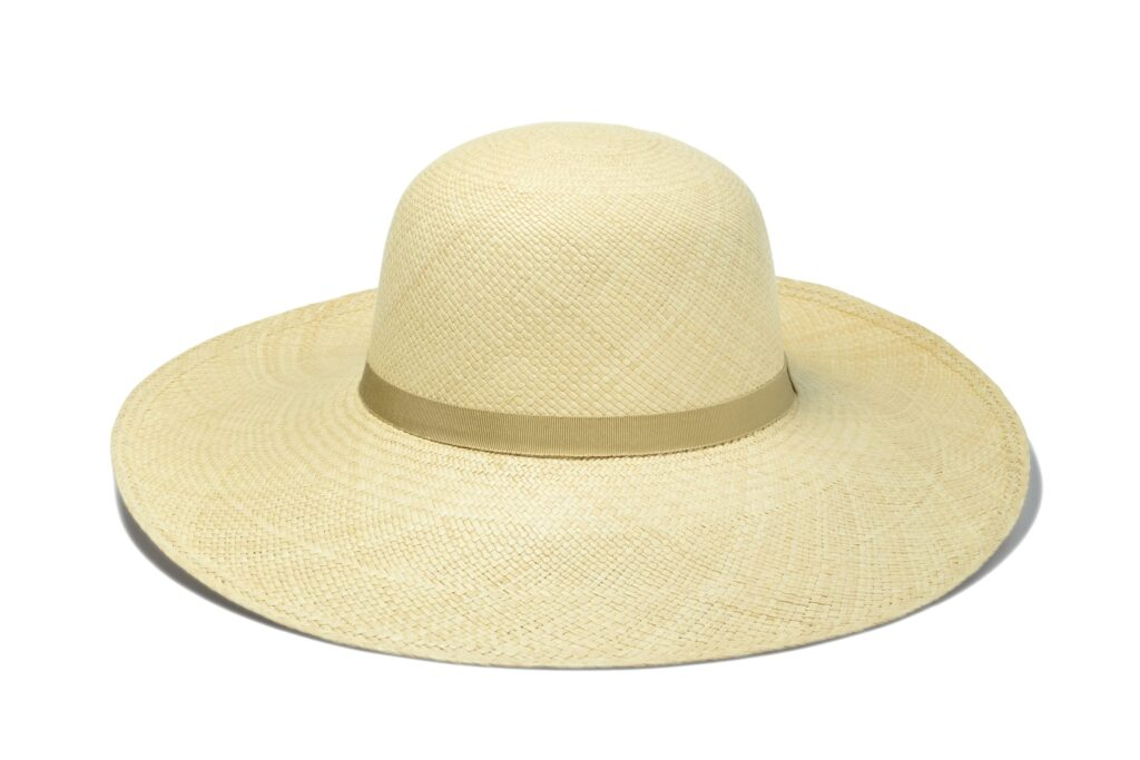 Womens_natural_straw_hat_with_ribbon