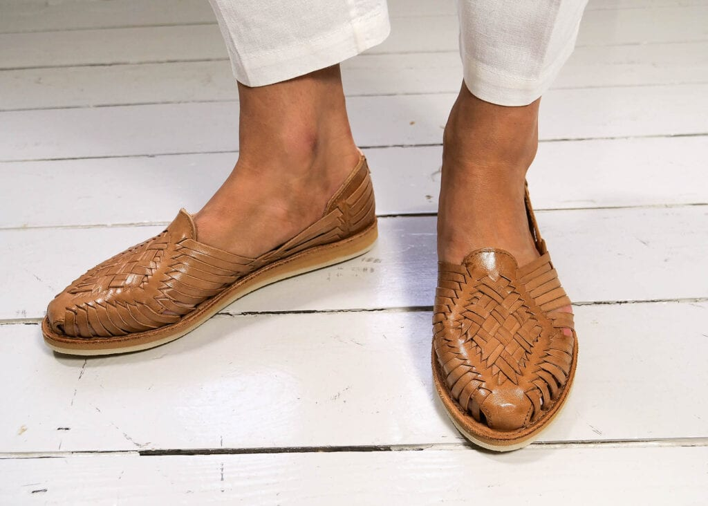 Women's breathable sandals with naturally tanned woven leather