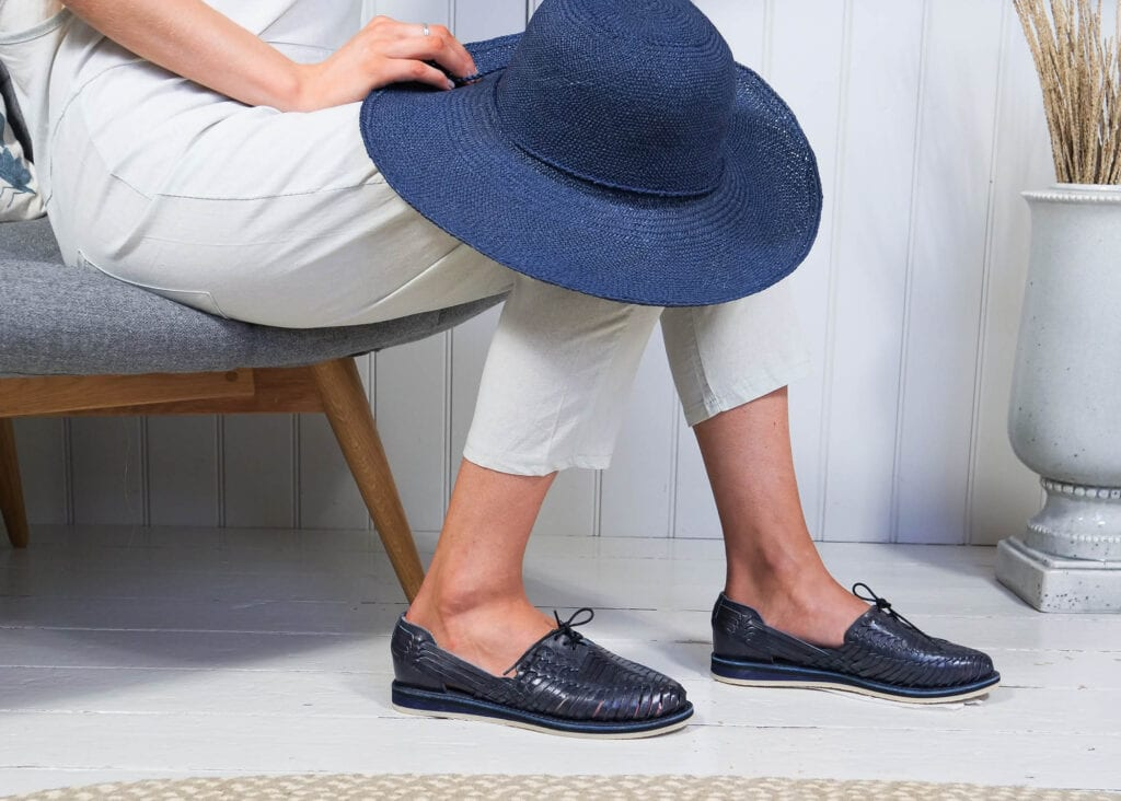 Sustainably made women's navy leather sporting shoe